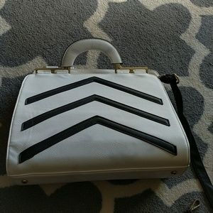 Black and white messenger bag arrow